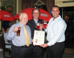 Branch Chairman John Cryne presents the 2006 Award to the team at Mabel's, a managed Shepherd Neame pub near St Pancras station.