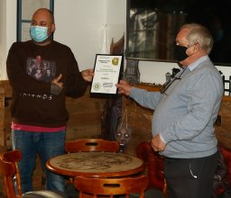 Presentation to the Hip and Pistol, Ilfracombe as North Devon's Cider Pub of the Year winner for 2020.