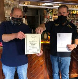 Chris Simmons (right) accepts PotY 2020 award from Bob Southwell SD CAMRA Chairman