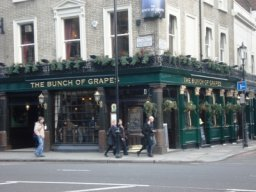 Exterior of The Bunch of Grapes, Knightsbridge