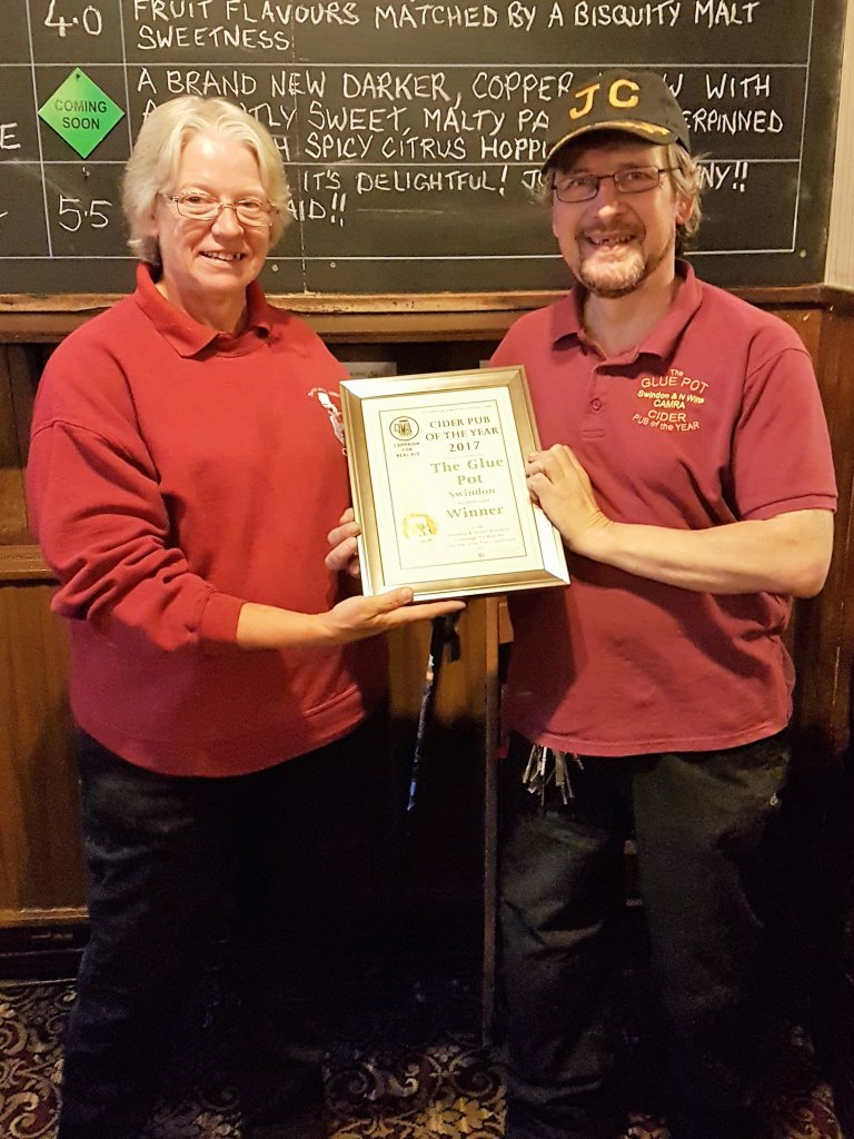 Gill White presents the 2017 Cider Pub of the Year to Glue Pot landlord JC.