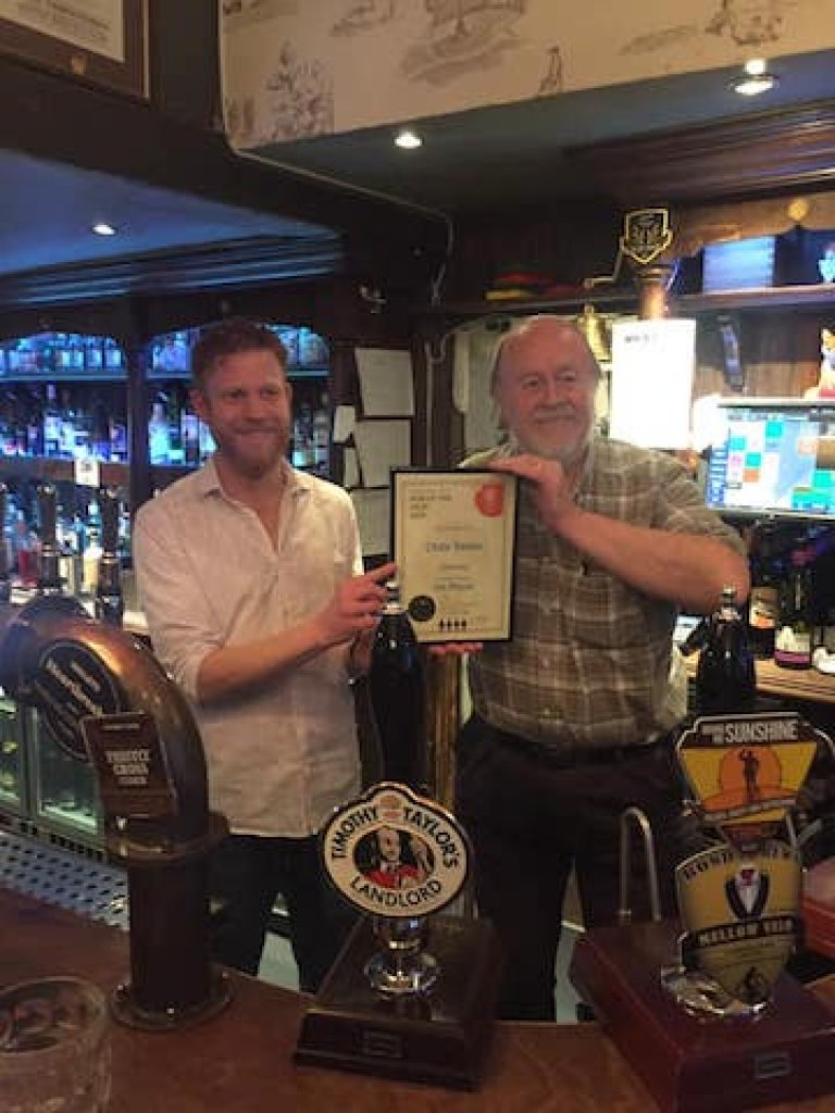 GBG Co-ordinator Philip presents 2019 Pub of the Year Award at the Olde Swan Chertsey