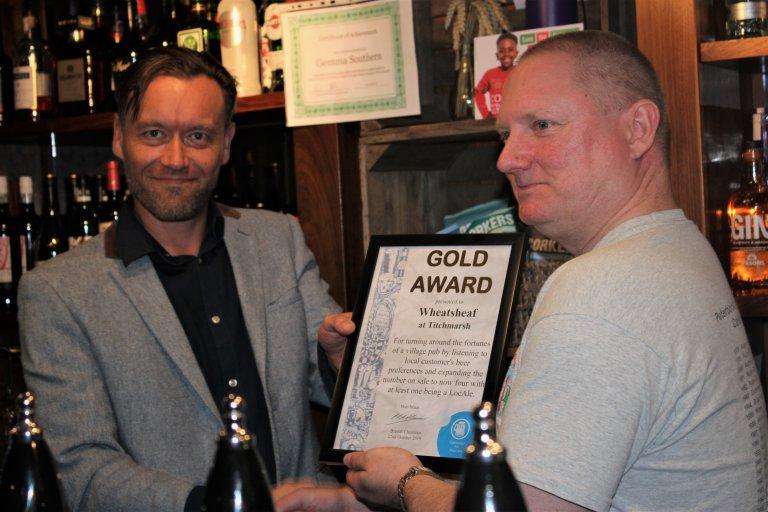 Matt Mace presents the award to landlord Stuart