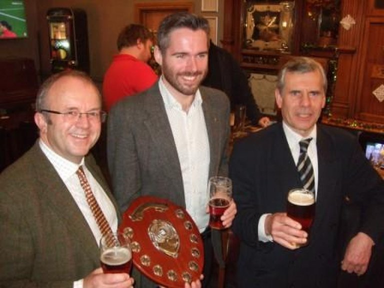 Tom Copley (centre) receives the Award from Torquil Sligo-Young (left) and CAMRA Regional Director Geoff Strawbridge (right)
